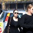 Exclusif - Brad Pitt et Angelina Jolie (et toute la famille habillée en noir) emmènent leurs enfants Knox (sosie de son papa) et Vivienne (avec une veste léopard) au musée d'Histoire Naturelle pour la Saint-Valentin à Los Angeles le 14 février 2013
