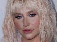 Kesha : Déjantée, elle dévoile sa poitrine sous un bikini étriqué