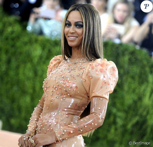 """Beyoncé - Soirée Costume Institute Benefit Gala 2016 (Met Ball) sur le thème de """"Manus x Machina"""" au Metropolitan Museum of Art à New York, le 2 mai 2016."""