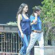 Mila Kunis enceinte et au naturel avec une amie à Los Angeles, le 21 juin 2016.