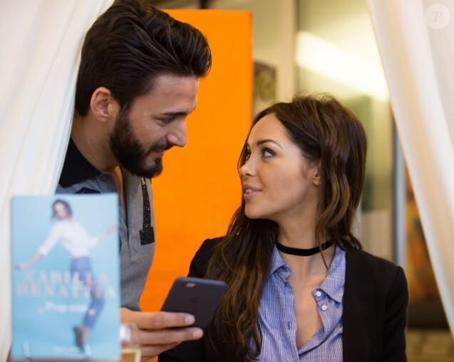 """Nabilla Benattia dédicace son livre """"Trop Vite"""" à la librairie Filigranes, à Bruxelles en Belgique. Elle était accompagnée par Thomas le 13 juin 2016."""