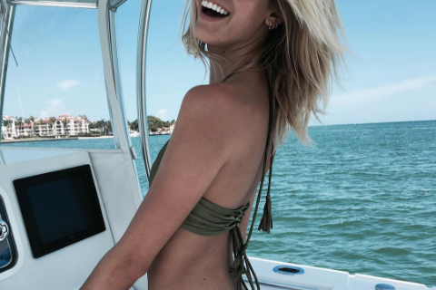 Devon Windsor : En bikini à Miami, avant une nouvelle Fashion Week