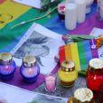 Hommage aux victimes d'Orlando devant l'ambassade des Etats-Unis à Varsovie en Pologne le 13 juin 2016