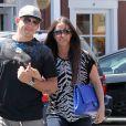 Alanis Morissette et son mari Mario Treadway font du shopping au centre commercial Brentwood Country Mart à Brentwood, le 28 avril 2014