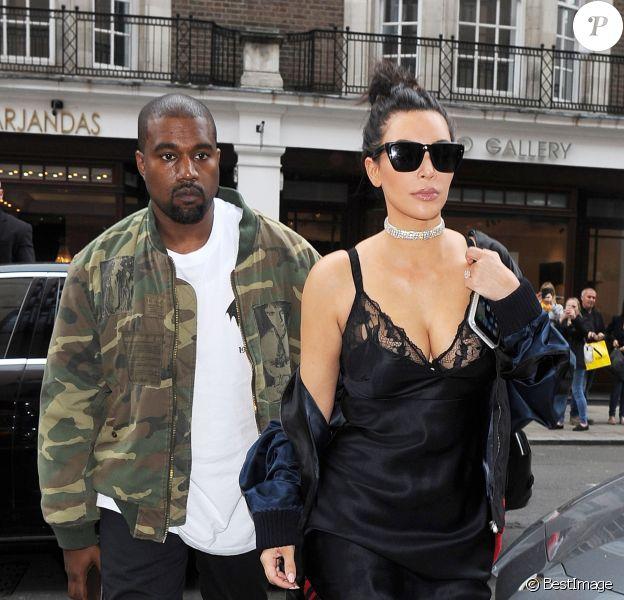 """Kim Kardashian, portant un superbe collier de diamants, et son mari Kanye West arrivent au restaurant """"C"""" dans le quartier de Mayfair à Londres, le 21 mai 2016."""