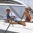 Exclusif - Justin Bieber passe la journée sur son yacht avec son petit frère Jaxon et Alexandra Rodriguez à Miami. Après s'être reposer à l'avant du bateau il passera quelques temps à s'amuser sur son wavejet. Le 5 juillet 2016
