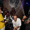 """Exclusif - Lewis Hamilton (gagnant du Grand Prix de Formule 1) et Justin Bieber arrosent la foule de champagne avec Richie Akiva, le patron du club, au """"F1 OAK Monaco Pop Up"""" du Fairmont Monte Carlo à Monaco, le 29 mai 2016. © Rachid Bellak/Bestimage"""