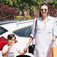 Miranda Kerr et son fils Flynn se promènent à Malibu, le 16 juillet 2016. Elle a fait du shopping chez Madison Malibu et est allée ensuite avec son fils au magasin de jouets Toy Crazy.