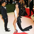"Emily Ratajkowski et Prabal Gurung - Soirée Costume Institute Benefit Gala 2016 (Met Ball) sur le thème de ""Manus x Machina"" au Metropolitan Museum of Art à New York, le 2 mai 2016. © Charles Guerin/Bestimage People attending the ""Manus x Machina: Fashion In An Age Of Technology"" Costume Institute Gala at Metropolitan Museum of Art on May 2, 2016 in New York City.02/05/2016 - New York"