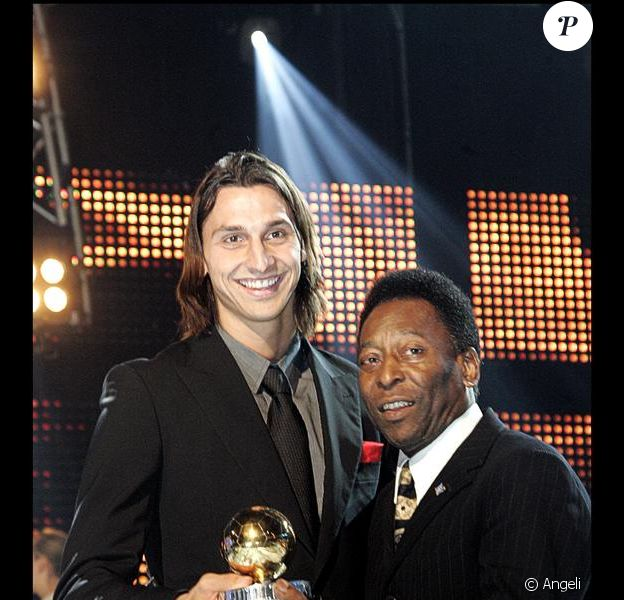 Zlatan Ibrahimovic reçoit un troisième Guldbollen, des mains de Pelé