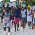 """Lewis Hamilton et son entourage arrivent à la """"Calypso party"""" sur le Harbour Master Cruises. Bridgetown, La Barbade, le 2 août 2016."""