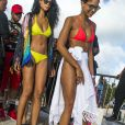 """Chanel Iman et des amies arrivent à la """"Calypso party"""" sur le Harbour master cruises. Bridgetown, La Barbade, le 3 août 2016."""