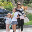 Jessica Alba rend visite à des amis avec ses filles Honor et Haven Warren à Beverly Hills, le 3 mai 2016