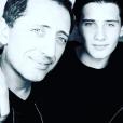 Gad Elmaleh pose avec son fils Noé (photo postée le 24 juillet 2016)
