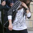 Robin Thicke, sa femme Paula Patton et leur fils Julian se promenent dans les rues de Paris. Le 16 octobre 2013