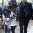 Robin Thicke, sa femme Paula Patton et leur fils Julian Fuego se promenent dans les rues de Paris. Le 16 octobre 2013