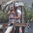 Exclusif - LeAnn Rimes et son mari Eddie Cibrian organisent un BBQ avec des amis sur une plage à Malibu, le 2 juin 2016