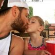 """""""Jensen Ackles et sa fille Justin Jay. Photo publiée sur Instagram à l'été 2016"""""""