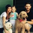 """""""Jensen Ackles, sa femme Danneel Harris et leur fille Justin Jay. Photo publiée sur Instagram à l'été 2016"""""""