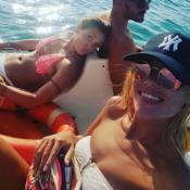 Priscilla Betti et Joy Esther en bikini : Deux copines sensuelles en Sicile