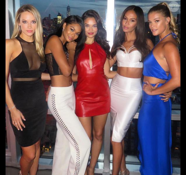 Hannah Ferguson, Chanel Iman, Shanina Shaik, Joan Smalls et Nina Agdal assistent à la soirée d'ouverture de l'hôtel W Dubai à The Glasshouses. New York, le 17 août 2016.