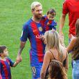 Lionel Messi, sa femme Antonella et leurs enfants Mateo et Thiago - Match FC Barcelone - Betis Seville au Camp Nou. Barcelone, le 20 août 2016.
