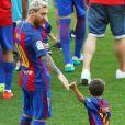 Lionel Messi et ses enfants Thiago et Matéo- Match FC Barcelone - Betis Seville au Camp Nou. Barcelone, le 20 août 2016.