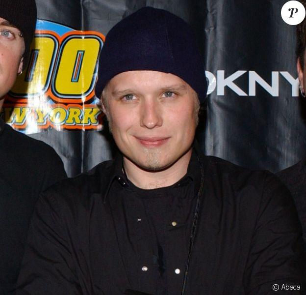 """Le groupe 3 Doors Down lors du concert """"Z100 Jingle Ball"""" organisé au Madison Square Garden à New York le 11 décembre 2003. Matt Roberts est le deuxième artiste en partant de la droite."""