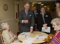 REPORTAGE PHOTOS : Le Prince Charles mort de rire... à la maison de retraite !