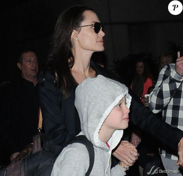 Angelina Jolie arrive avec ses enfants Pax, Shiloh et Zahara à L'aéroport de LAX à Los Angeles. Le 2 mars 2016