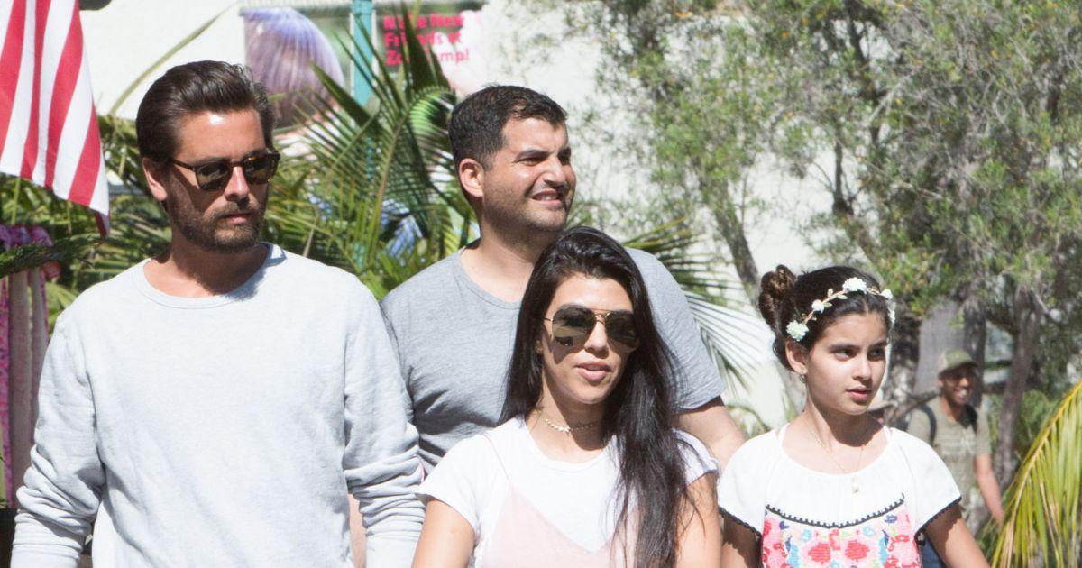 kourtney kardashian et son ex compagnon scott disick se prom nent avec leurs enfants mason. Black Bedroom Furniture Sets. Home Design Ideas