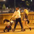 Exclusif - Paulina Rubio, son compagnon Gerardo Bazua et leur fils Eros se promènent dans le jardin des Tuileries et dans le quartier de Saint-Germain-des-Prés à Paris, le 26 août 2016.