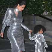 Kim Kardashian et North : Robes argent assorties pour Kanye West