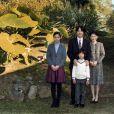 Photos officielles du prince Akishino du Japon, entouré de sa femme la princesse Kiko et de ses enfants la princesse Kako et le prince Hisahito, au palais Akasaka à Tokyo, en novembre 2014 à l'occasion de son 49e anniversaire.