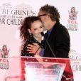 Winona Ryder et Tim Burton - Tim Burton laisse ses empreintes dans le ciment hollywoodien au TCL Chinese Theater à Hollywood, le 8 septembre 2016.