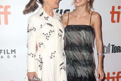 """Natalie Portman : Enceinte et radieuse avec sa """"soeur"""" Lily-Rose Depp à Toronto"""