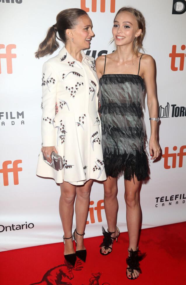 Natalie Portman, enceinte, et Lily-Rose Depp lors de la première de Planetarium au Festival international du film de Toronto (TIFF) le 10 septembre 2016.