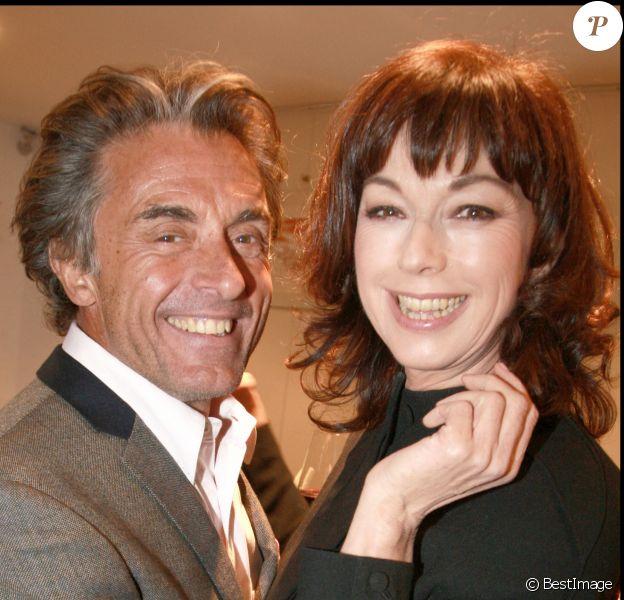 Gérard Holtz et Julie Arnold - Soirée pour le dîner de l'hôtel Guanahani à Paris en 2009