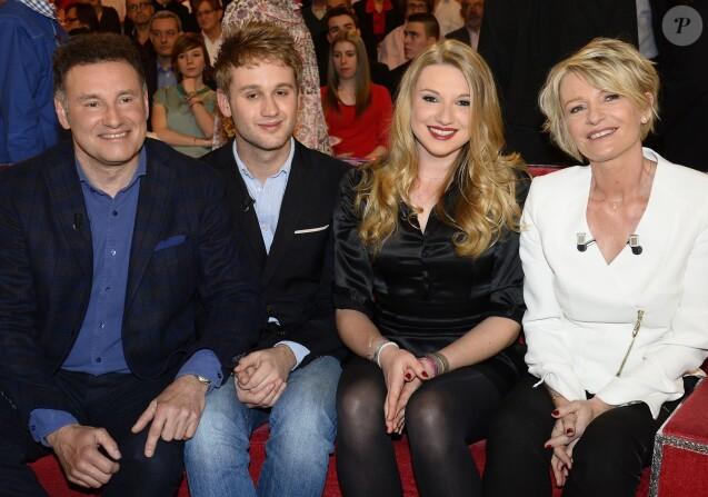 Pierre Sled, Nicolas Sled, Valentine Sled et Sophie Davant - Emission  Vivement Dimanche  à Paris le 1er avril 2015.
