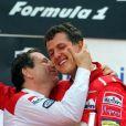 Jean Todt embrasse Michael Schumacher, qui vient de remporter le Grand Prix de Formule 1 de Belgique le 24 août 1997