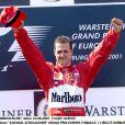 Michael Schumacher sur le podium du Grand Prix d'Europe 2001