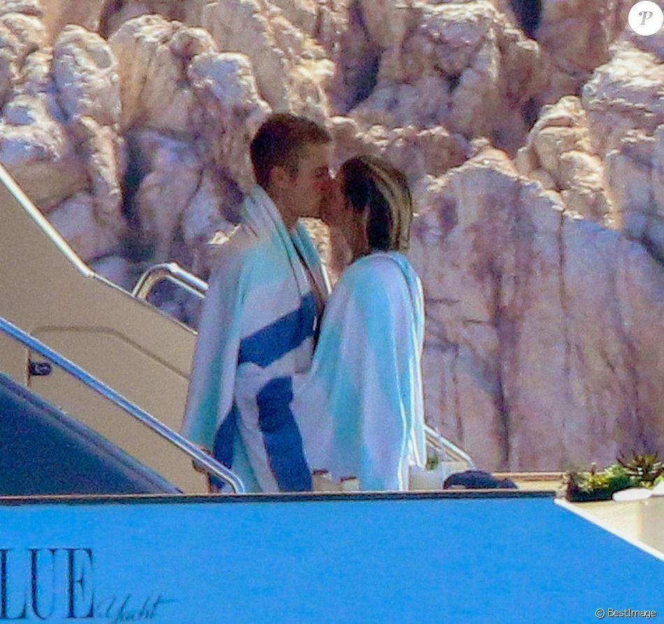 Exclusif - Justin Bieber et sa compagne Sofia Richie en vacances romantique sur un yacht à Los Cabos au Mexique le 28 août 2016