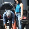 Exclusif - Lucy Hale et son compagnon Anthony Kalabretta sortent déjeuner à Los Angeles le 24 octobre 2015. Ils vont chez Olive and Thine.