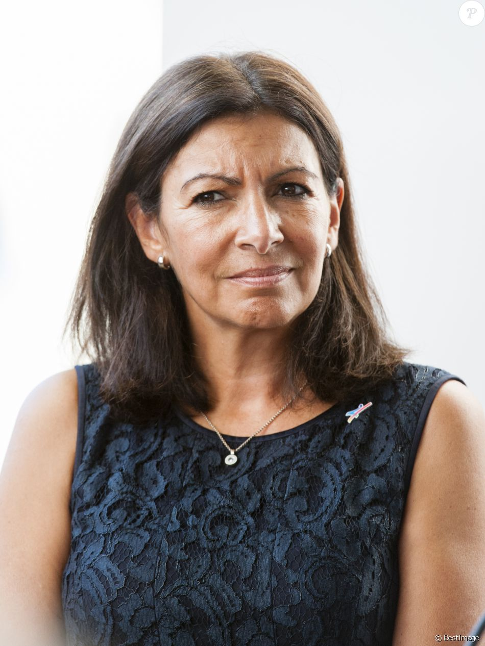 anne hidalgo maire de paris a inaugur l 39 exposition cap sur la cop22 a paris le 14 septembre. Black Bedroom Furniture Sets. Home Design Ideas