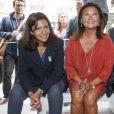 La maire de Paris Anne Hidalgo et la maire du 8e arrondissement Jeanne d'Hauteserre à l'inauguration du premier festival de drones sur les Champs-Elysées à Paris, France, le 4 septembre 2016.