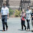 Exclusif - Brad Pitt et Angelina Jolie font du shopping avec leurs enfants Shiloh et Pax à Glendale. Le 10 juillet 2015