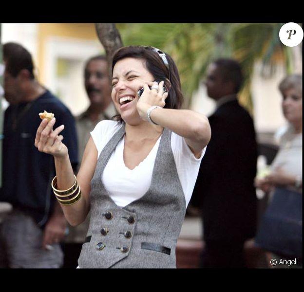 Eva Longoria à Puerto Rico, le 28/11/08, juste morte de rire !