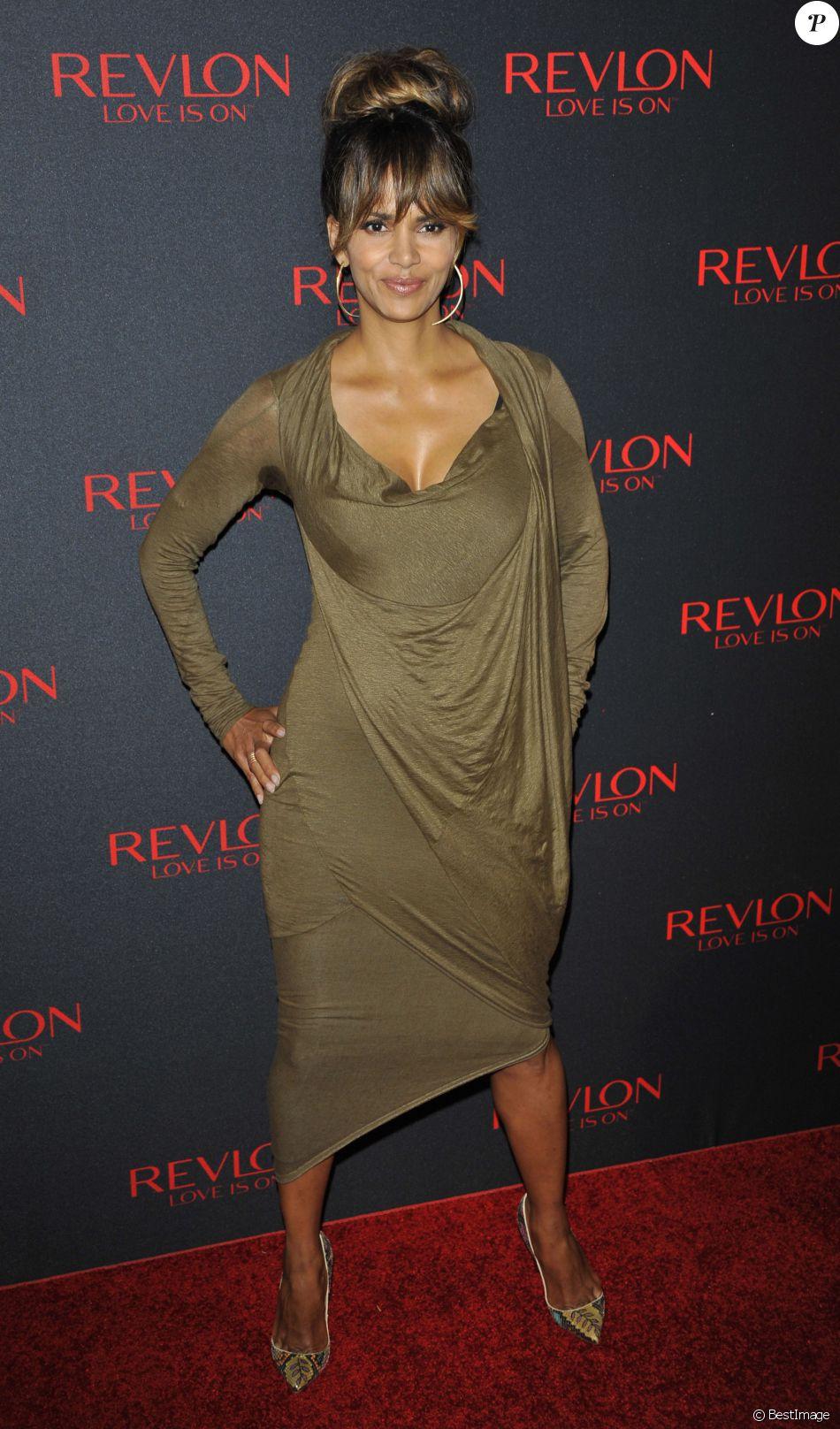 """Halle Berry - Evènement """"The Revlon LOVE IS ON Million Dollar Challenge"""" à New York, le 18 novembre 2015."""