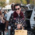 Exclusif - Kris Jenner et son compagnon Corey Gamble arrivent à l'hôtel George V à Paris le 30 septembre 2016.