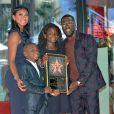 Kevin Hart reçoit son étoile sur le Hollywood Walk of Fame de Los Angeles, le 10 octobre 2016. Ici avec sa femme Eniko Parrish et ses enfants Hendrix et Heaven.